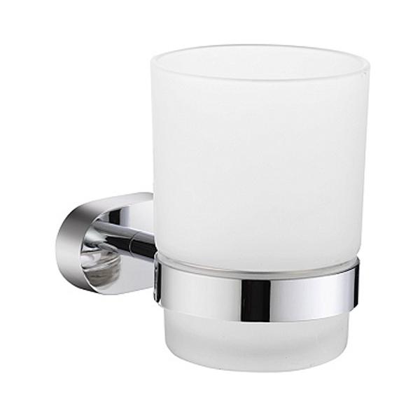 Solomon SOLSMG0M45 ХромАксессуары для ванной<br>Настенный стакан для зубных щеток Milardo Solomon SOLSMG0M45 с держателем.<br>Выполнен в лаконичном современном стиле. Станет изящным дополнением любой ванной комнаты за счет округлых форм элементов конструкции.<br>Держатель изготовлен из прочного сплава металлов с никель-хромовым покрытием, которое придает изделиям высокую влаго- и износостойкость, что обеспечивает их долгий срок службы.<br>Стакан изготовлен из матового стекла. Особенностью является наличие уплотнительной прокладки, которая надежно фиксирует емкость в держателе, а также предохраняет стекло от появления царапин.<br>Монтаж скрытый - шурупами к стене, не требует профессиональных навыков и знаний.<br>Габариты (ШхВхГ): 6,9 х 9,6 х 10,5 см.<br>В комплекте поставки: стакан, держатель, крепеж.<br>