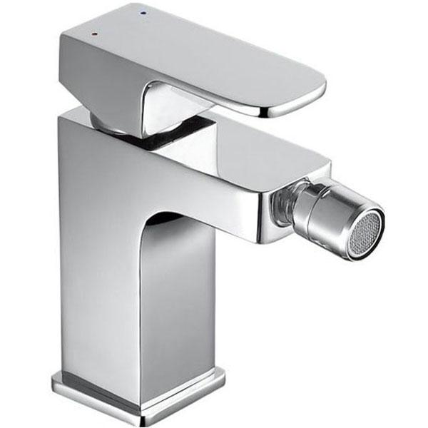 Cubic SD90444-2 ХромСмесители<br>Смеситель для биде Aquanet Cubic SD90444-2.<br>Компактный однорычажный смеситель с аэратором имеет долгий срок эксплуатации за счет качественных деталей, неприхотлив в уходе. Дополнит любую ванную комнату в современном стиле строгими геометрическими формами с мягкими переходами. Конструкция смесителя массивная и крепкая. Смотрится стильно и презентабельно.<br><br>Характеристики:<br>Изготовлен из высококачественной латуни с зеркальным хромированным покрытием, которое не теряет цвет со временем, устойчиво к царапинам и превосходно защищает от коррозии.<br>Керамический картридж позволяет с удобством пользоваться смесителем на протяжении длительного времени.<br>Аэратор легко выкручивается для очистки от известкового налета и ржавчины.<br>Гибкая подводка G 3/8.<br><br>В комплекте поставки: смеситель.<br>