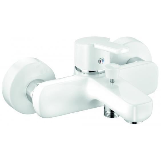 Logo Neo 376819175 БелыйСмесители<br>Смеситель для ванны Kludi Logo Neo 376819175.<br><br><br>Однорычажный смеситель для ванны из коллекции Logo Neo выполнен в современном дизайне. Корпус белого цвета придает ему элегантный внешний вид, смеситель будет отлично смотреться в интерьере ванной комнаты в хай-тек либо современном стиле. Монтаж осуществляется на два отверстия. Смеситель надежен и неприхотлив в уходе.<br><br><br><br>Расход воды: 30 л/мин.<br>Керамический картридж.<br>Аэратор M 24x1.<br>Жесткая подводка G 1/2.<br>Отвод для душевого шланга G 1/2.<br>Установка на два отверстия.<br>Автоматический переключатель душ/излив.<br><br><br><br>Объем поставки: смеситель для ванны, S-образные эксцентрики.<br>