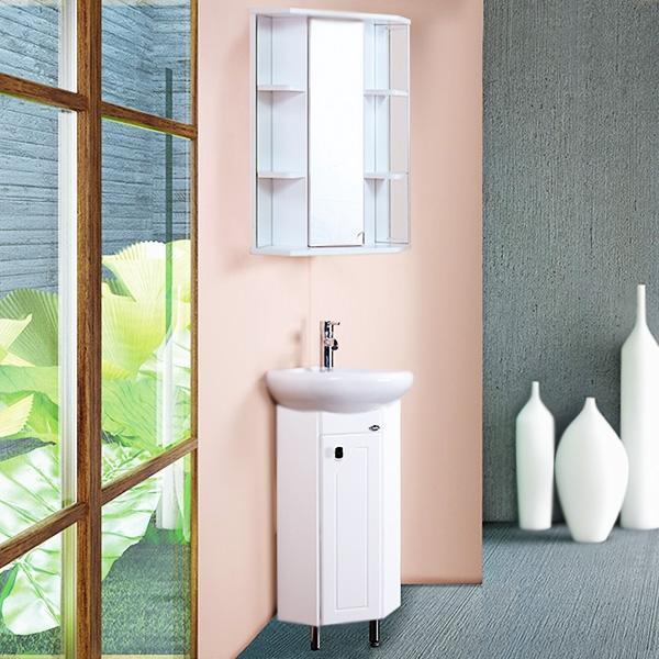 Малютка 35 БелаяМебель для ванной<br>Компактная угловая тумба под раковину Onika Малютка 35 103301 с одной распашной дверцей. Надежная работа подвижных механизмов благодаря тщательно подобранной качественной фурнитуре. Мебель сертифицирована в соответствии с требованиями Российского законодательства. Предназначена для использования в ванных комнатах с повышенной влажностью.<br>Конструкция:                 <br><br>Цвет: белый.<br>Фасад: МДФ.<br>Корпус: ЛДСП глянец.<br>Фурнитура: хромированный металл.<br>Две передние ножки: хромированный металл, фиксированные.<br>Одна задняя ножка: пластик, регулировка по высоте до 5 см.<br>Отделение: распашная дверца, полка из ЛДСП.<br><br>В комплекте поставки:<br><br>тумба.<br><br>