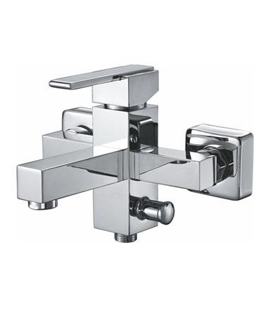 Grano GR1810 ХромСмесители<br>Edelform Grano GR1810 смеситель для ванны однорычажный. В комплекте: эксцентрики, отражатели, армированный гибкий шланг 150 см, душевая лейка, поворотный держатель лейки, крепёж.<br>
