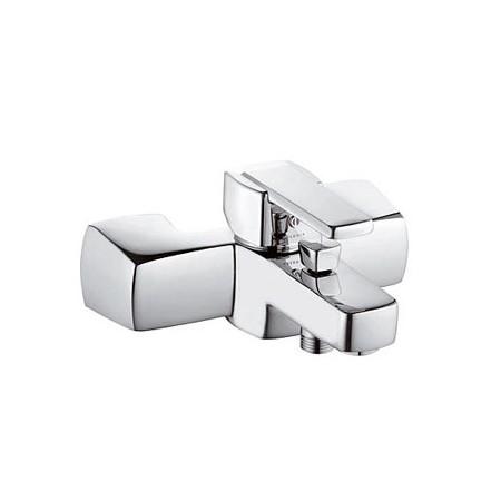 Q-Beo 504430575 ХромСмесители<br>Смеситель дл ванны Kludi Q-Beo 504430575 без душевого гарнитура. В комплект входт: аратор s-pointer М 24 х 1, скрытые ксцентрики дл настенного монтажа. керамический картридж с ограничителем горчей воды, автоматическое переклчение душ/ванна, защита от обратного тока воды, отвод дл душа G 1/2. Покрытие хром.<br>