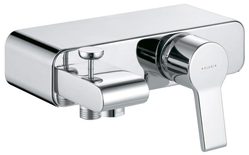 O-Cean 387700575 ХромСмесители<br>Смеситель для ванны Kludi O-Cean 387700575 без душевого гарнитура. В комплект входят: аэратор s-pointer M 24 x 1Cкерамический картридж с ограничителем горячей воды, s-образные эксцентрики G 1/2 x G 3/4, отвод для душа G 1/2, защищен от обратного тока воды, автоматическое переключение душ/ванна, съемная панель-полочка. Покрытие хром.<br>