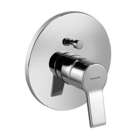 O-Cean 387570575 ХромСмесители<br>Смеситель для ванны Kludi O-Cean 387570575 однорычажный. В комплект входят: функциональный элемент с керамическим картриджем с ограничителем горячей воды, автоматическое переключение душ/ванна, защита от обратного тока воды. Покрытие хром.<br>
