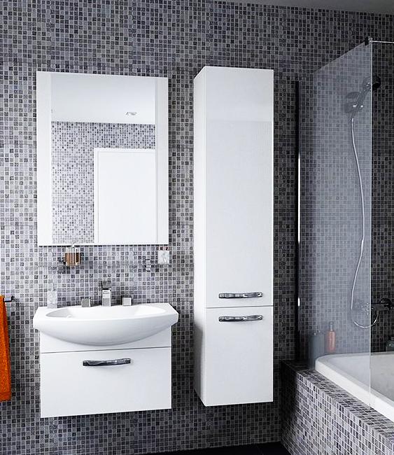 Ария 65 темно-коричневая глянцеваяМебель для ванной<br>Тумба под раковину Акватон Ария 65 1A134001AA430 с одним выдвижным ящиком, в котором присутствует система организации пространства. Ящик установлен на направляющие полного выдвижения немецкого производителя Blum. Корпус выполнен из ДСП с ламинированным покрытием, обладает повышенной влагостойкостью и сопротивляемостью износу, не выделяет вредных испарений, хорошо выдерживает воздействие бытовых химических средств, за исключением абразивных материалов и едких веществ и жидкостей. Фасадные детали изготавливаются из МДФ с пятислойной покраской.<br>