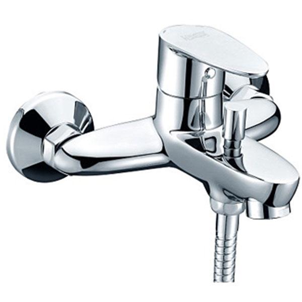 Leine 3501 ХромСмесители<br>Смеситель для ванны Wasser Kraft Leine 3501.<br>Однорычажный смеситель с фиксированным изливом и аэратором. Имеет долгий срок эксплуатации за счет качественных деталей, неприхотлив в уходе. Дополнит любую ванную комнату своей функциональностью и стильной формой конструкции.<br><br>Характеристики:<br>Длина излива: 15,2 см.<br>Изготовлен из высококачественной латуни с покрытием цвета хром, которое не теряет цвет со временем, устойчиво к царапинам и превосходно защищает от коррозии.<br>Керамический картридж 35 мм Sedal (Испания), что гарантирует долгий срок службы.<br>Встроенный пластиковый аэратор Neoperl Cascade (Германия) для равномерного распределения струи.<br>Керамический поворотный переключатель.<br>Лейка 3-функциональная с системой защиты от известковых отложений.<br>Шланг из металла длиной 150 см с подключением к лейке.<br>Настенное фиксированное крепление для душа.<br>Жесткая подводка G 1/2.<br><br>В комплекте поставки: смеситель, шланг, лейка.<br>