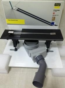 Advantix Vario Set 704353 Матовый хромДушевые трапы и лотки<br>Душевой лоток Viega Advantix Vario Set 704353 регулируемая высота 95–165 мм, с заглушками, опорами, сифоном, герметиком и гидроизоляционной тканью. В комплекте Viega дизайн-вставка Vario SR1 300-1200 мм матовая.<br>