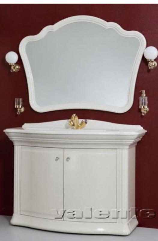 Requerdo R1 91 напольная покрытие металлик раковина белаяМебель для ванной<br>Цена указана за модуль R1 91 (покрытие металлик, раковина белая). Роскошный модуль с раковиной и распашным фасадом выполнен в стилистике античной колонны. Верх модуля – фигурная раковина причудливой формы из искусственного камня с эффектом перламутра. Нижняя часть – вместительная напольная тумба с резным фасадом и полкой из ЛДСП. Фурнитура с кристаллами Swarovski. Тумба снабжена доводчиками, которые обеспечивают плавное бесшумное закрывание дверей. <br>Размеры: 1220x570x982<br>