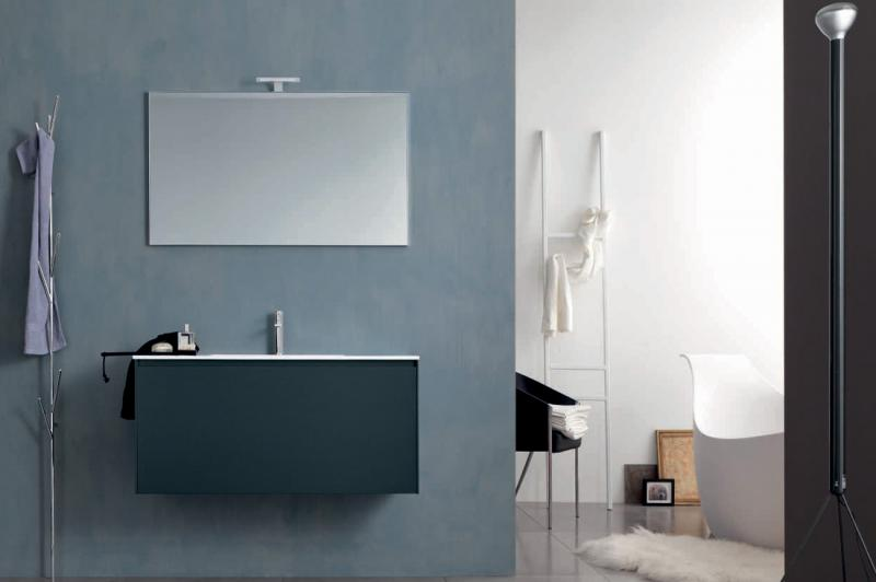 Light G111 Bianco FrassinatoМебель для ванной<br>Novello Light G111  набор мебели для ванной комнаты. В комплекте: тумба подвесная с керамической раковиной G111, зеркало E370, светильник V856.  Столешница выполнена из материала Novcryl, обеспечивающего превосходную механическую и химическую стойкость и легкую чистку.<br>